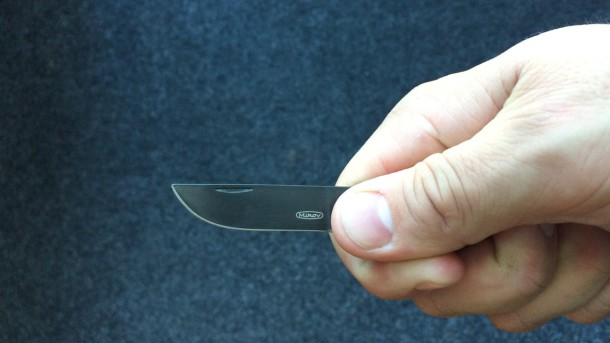 nůž pocket v ruce